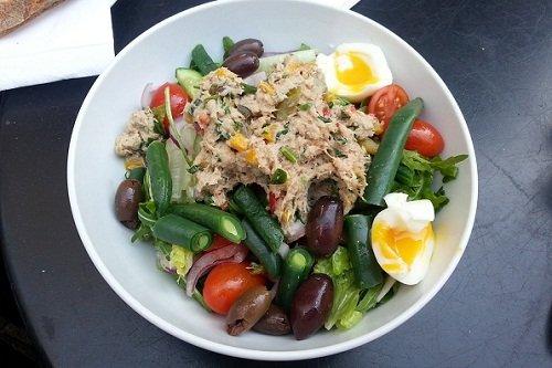Приготовление диетического салата с тунцом