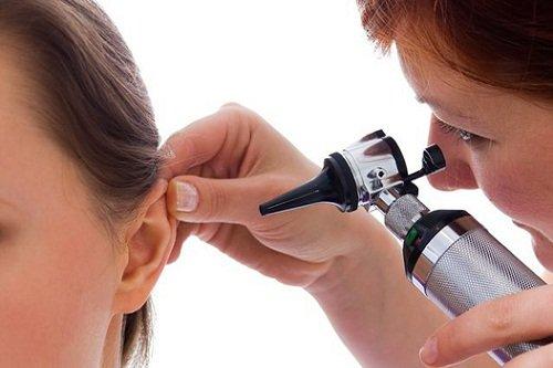Как промывать ухо в домашних условиях шприцом 711