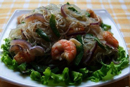 Салат из креветок с добавлением фунчозы