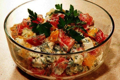Какой салат приготовить из помидор и сыра