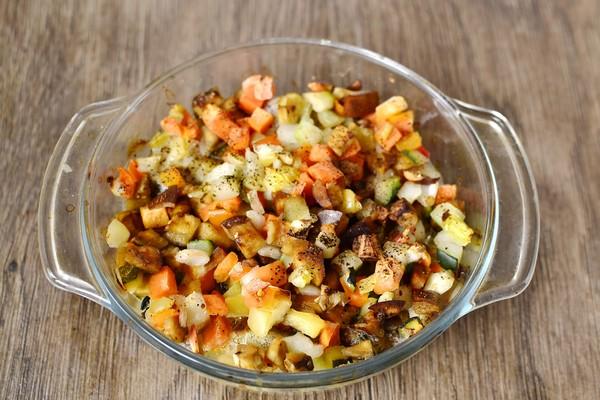 Как запечь в духовке хека с овощами