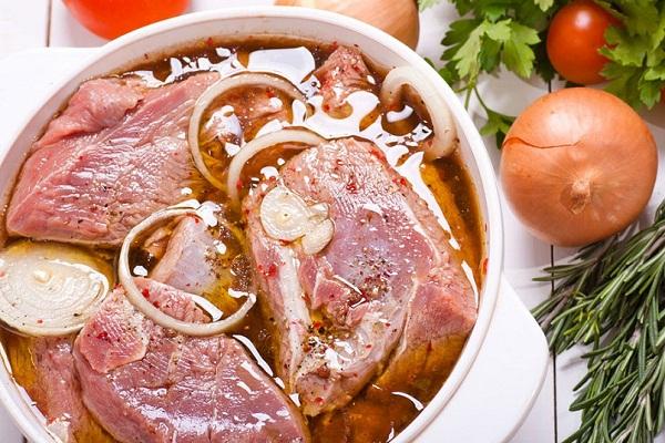Как быстро промариновать мясо в минералке