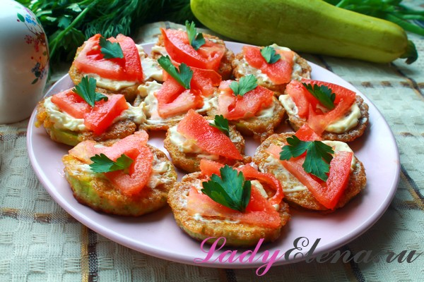 Кабачки жаренные в кляре с помидорами