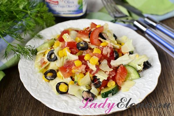 Легкий асалат с тунцом и овощами
