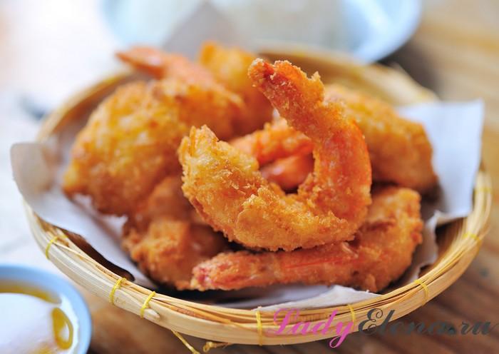 Жареные креветки на блюде