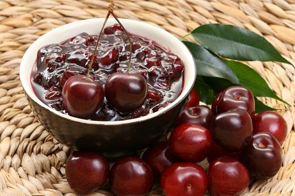 Варенье вишневое с косточкой пятиминутка