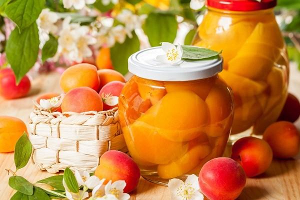 Рецепт компота из абрикосов с косточкой
