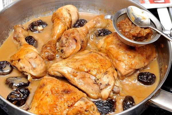 Курица в кефире с чесноком