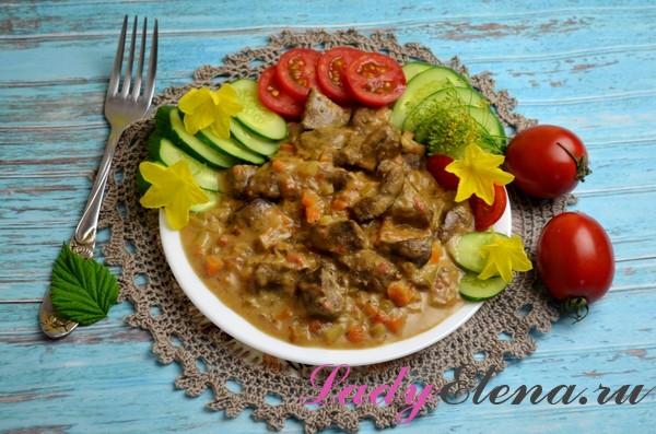 Фото рецепт печени с овощами в сметанном соусе