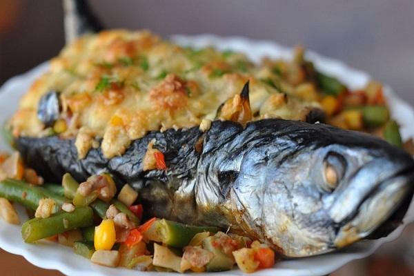 Скумбрия с овощами в духовке