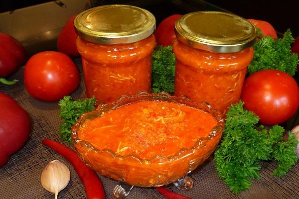 Аджика из помидор с морковкой на зиму
