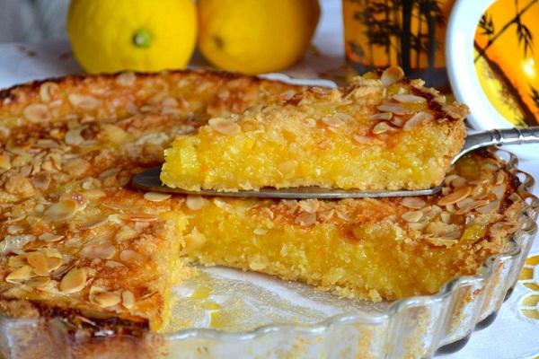Лимонный пирог с добавлением яблок