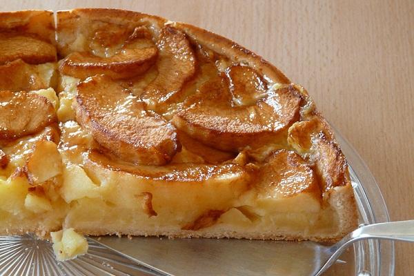 Яблочный пирог на молоке быстрый рецепт