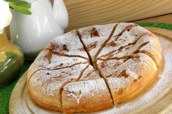 Как испечь яблочный пирог в мультиварке