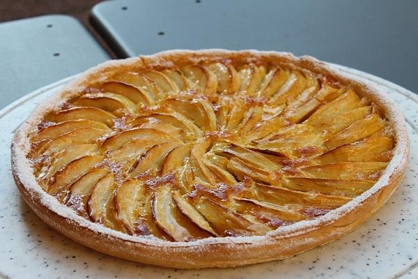 Простой пирог с яблоками на песочном тесте