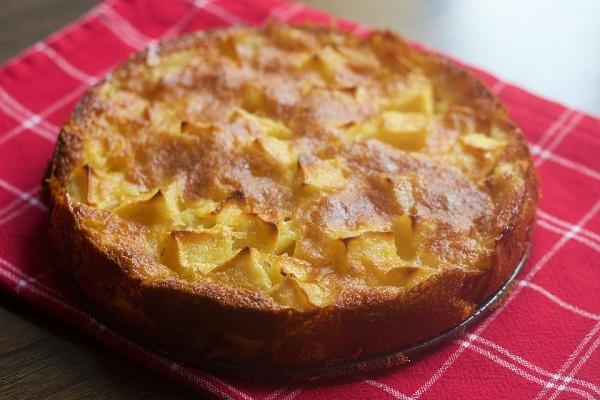 Как испечь яблочный пирог на сметане