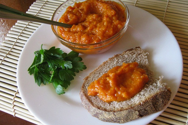 Икра из кабачков с томатной пастой в духовке