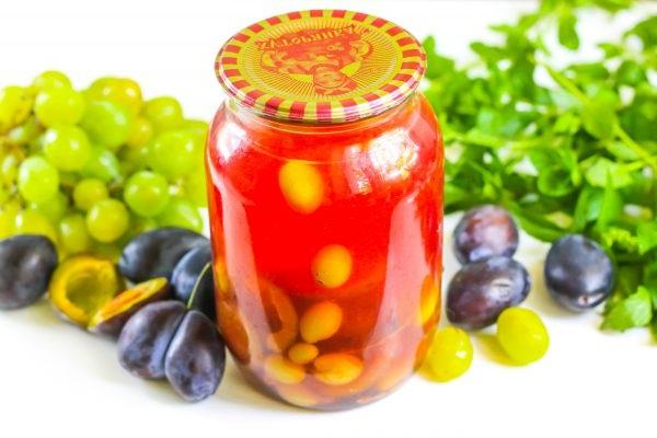 Как консервировать виноградно-сливовый компот