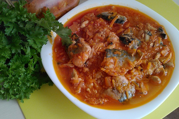 Скумбрия с рисом и овощами на зиму