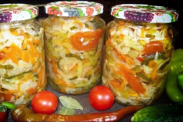Салат на зиму из помидор, огурцов и капусты