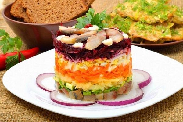 Слои в салате Селедка под шубой