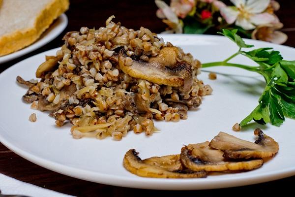 Как сварить гречневую кашу с сушеными грибами