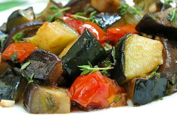 Зимний салат из кабачков и баклажанов