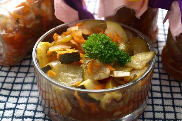 Салат на зиму из кабачков и огурцов