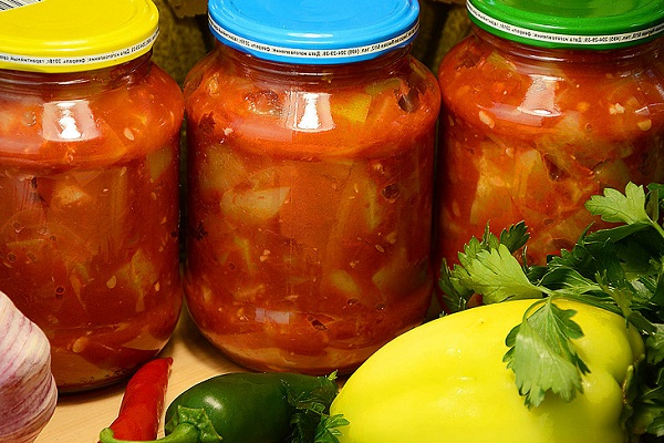 Кабачковый салат с помидорами на зиму
