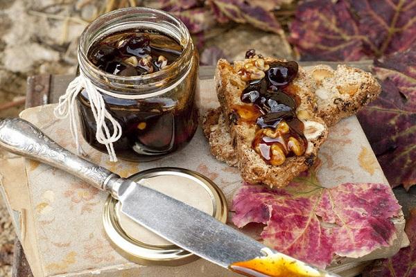 Как сварить варенье из винограда с орехами