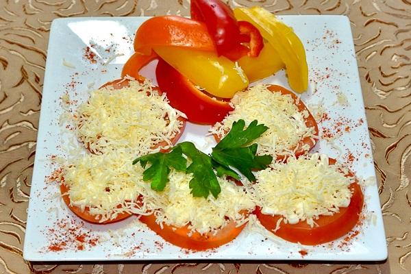 Помидоры с сырным салатом