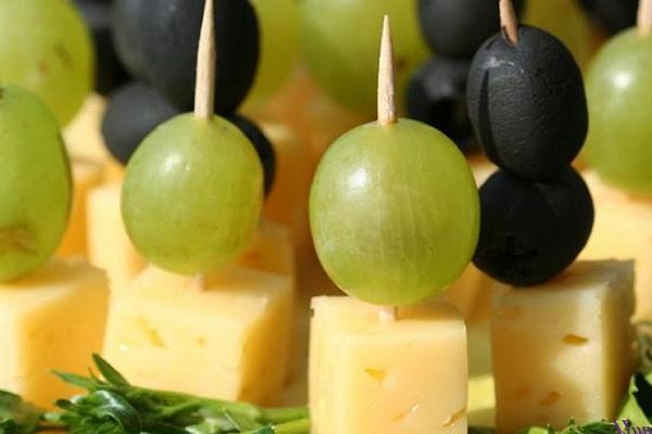 Сыр с виноградом быстрая закуска
