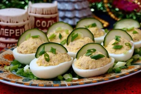 Закуска из крабовых палочек в яйце