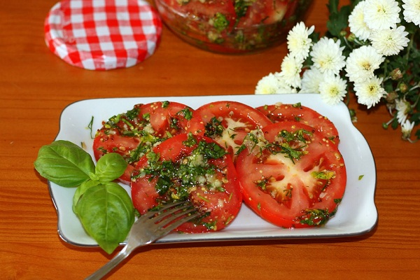 Быстрые маринованные помидоры на закуску