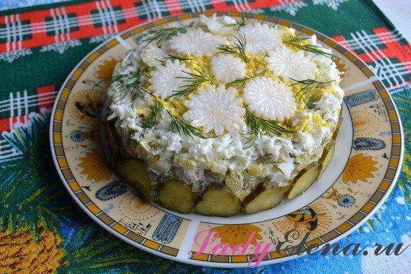 Салат со свежим огурцом и курицей