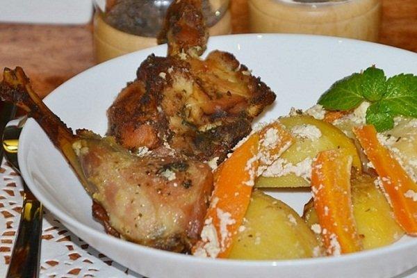 Кролик с картошкой и майонезом в духовке