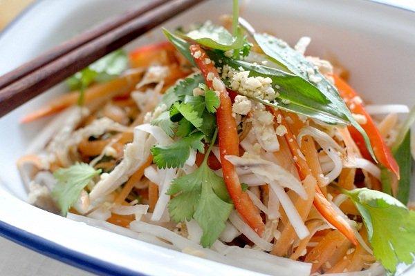 Витаминный салат из дайкона