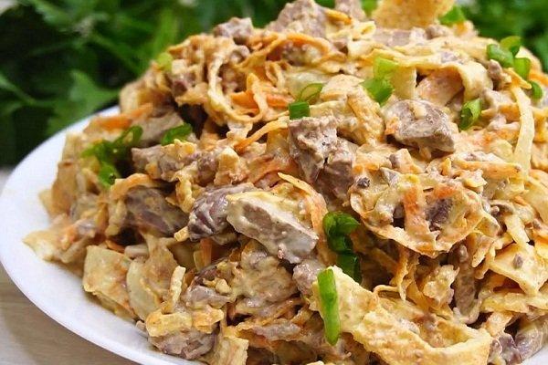 Салат с омлетом и печенкой