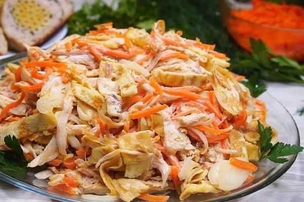 Салат с морковью по-корейски и омлетом