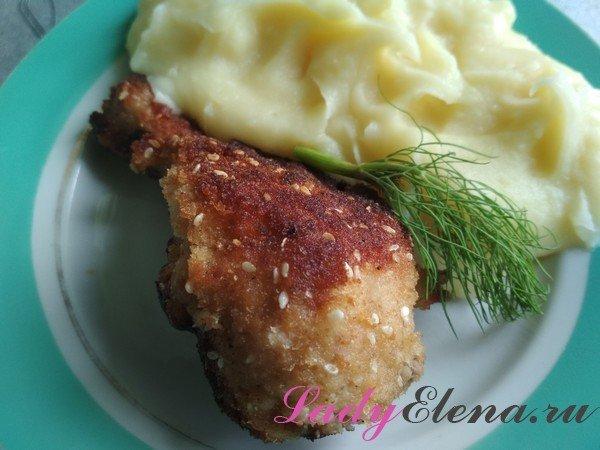 Куриная голень в панировке с картошкой