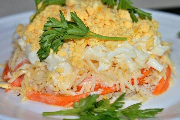Салат из курицы с морковкой и сыром