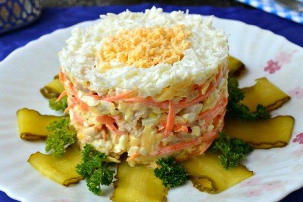 Салат куриный с морковью и кукурузой