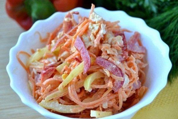 Куриный салат с добавлением сладкого перца
