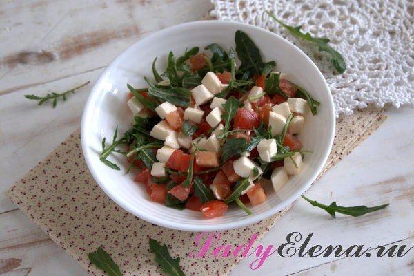 Салат из рукколы с сыром моцарелла: фото-рецепт
