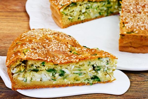 Пирог на кефире с луком и яйцами