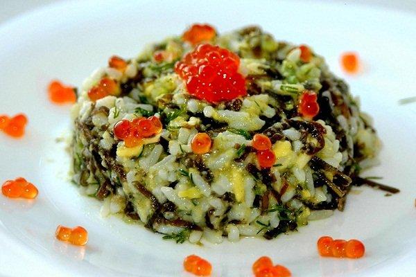 Морская капуста с яйцом и рисом