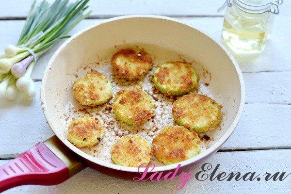 Жареные кабачки в панировке - рецепт пошаговый с фото