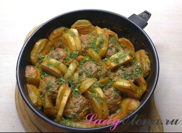 Тефтели с картошкой и соусом фото-рецепт
