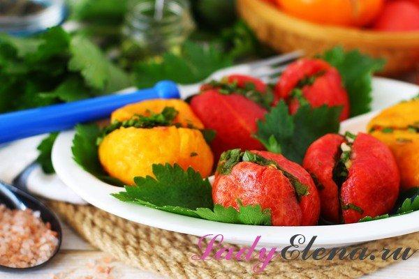 Малосольные помидоры с зеленью - фото-рецепт