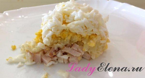 """Салат """"Невеста"""" с копченой курицей и плавленным сыром"""